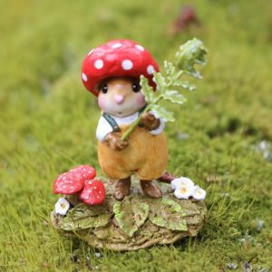 M687 rusty-red-cap Wee Forest Folk